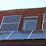 Belegung von Erker und Hausdach mit Photovoltaik