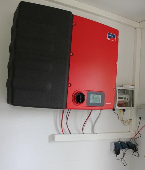 Solaranlage auf 3 Dachflächen mit Stromspeicher von SMA