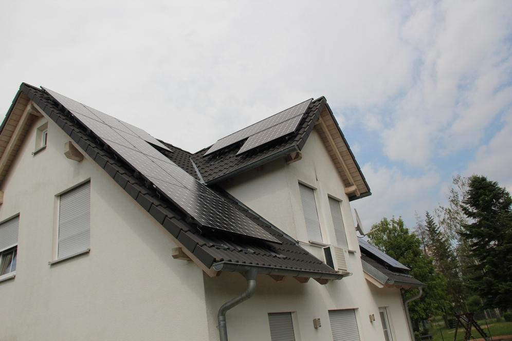 energieumdenker de solaranlage auf 3 dachfl chen mit stromspeicher von sma. Black Bedroom Furniture Sets. Home Design Ideas