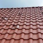 """Die zum Ziegel passenden Modulhalter sind ein """"Muss"""" für das neue Dach."""