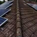 Fertige Photovoltaikanlage auf zwei der vier Dachflächen