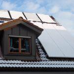 Auch bei Schnee hält die Anlage gut auf dem Dach.
